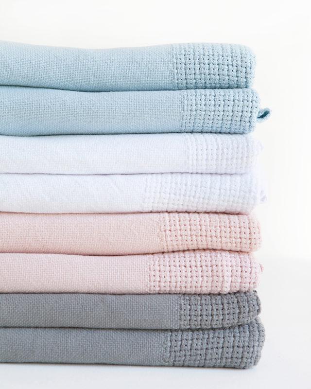 Mungo-Organic-Cotton-Cellular-Baby-Blanket-01