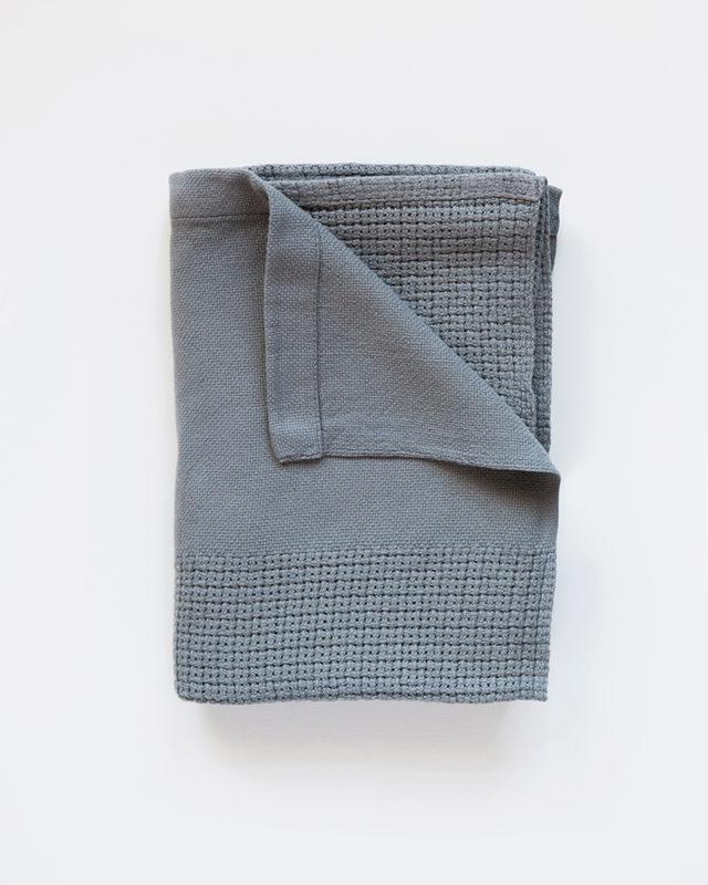 Mungo-Organic-Cotton-Cellular-Baby-Blanket-04