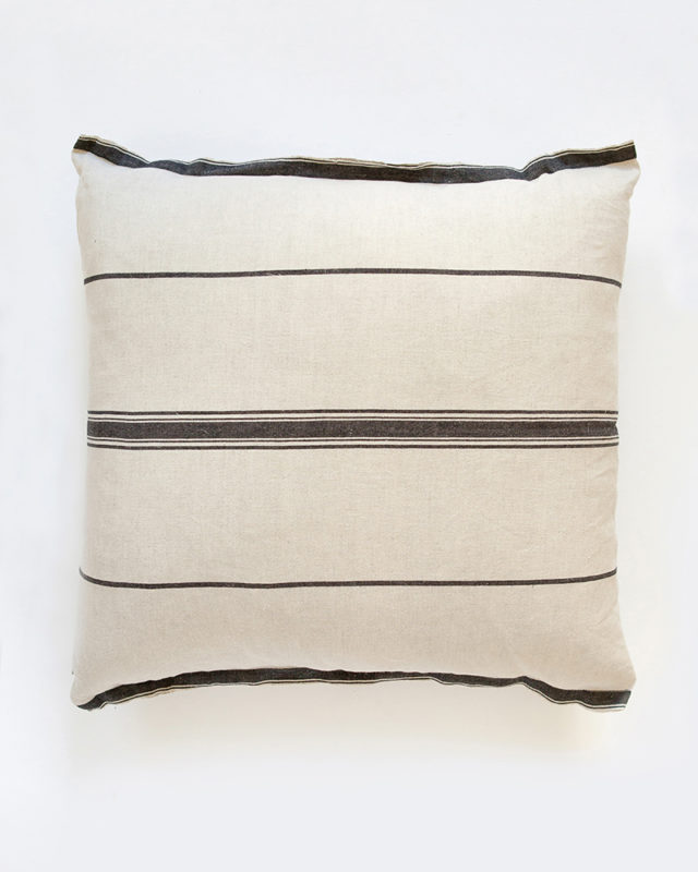 Mungo-Lisburn-Linen-Cushion-01