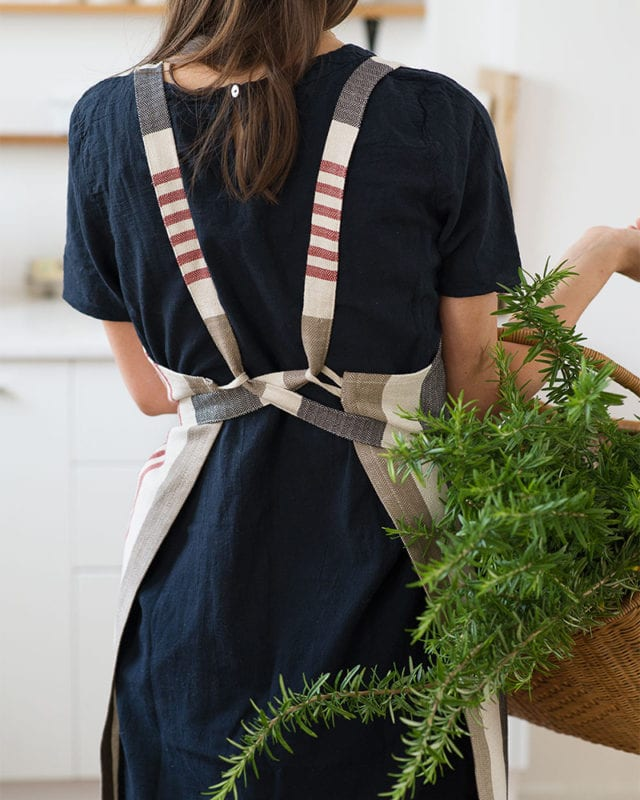 The back straps of the Mungo Chef's Apron in Berry