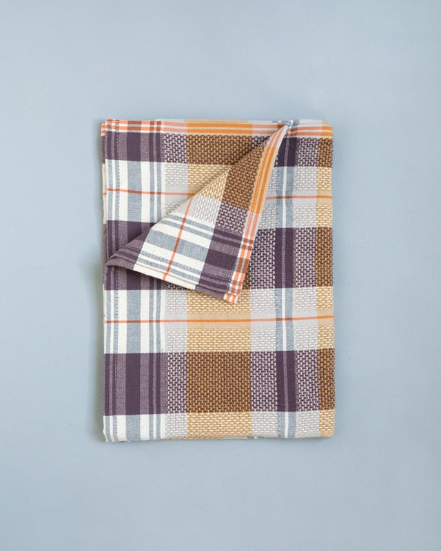 The Mungo Vadoek in the Nutmeg colour is one of nine funky colours of this crazy kitchen cloth.