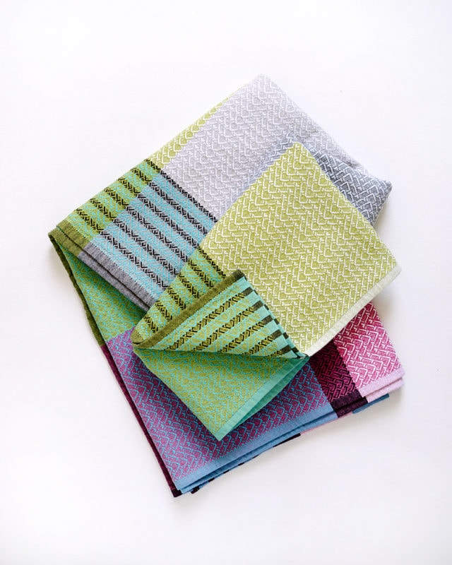 Mungo Folly Towel in Blue Crab